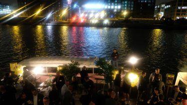 pilot Berlin Sommerfest: Networking mit Dinner auf der Terrasse mit Bootsanleger