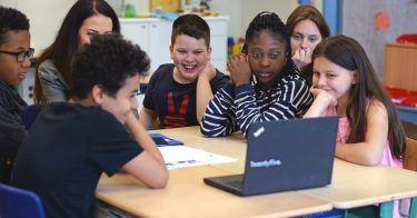 5 Jahre pilot Medienclub: In dem sozialen Projekt mit der Stiftung Kinderjahre sensibilisieren piloten als Medientrainer Kinder im Umgang mit Medien