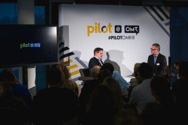 pilot-Geschäftsführer Thorsten Mandel im Interview mit Amazon.de-Vermarktungschef Philip Missler bei pilot@OMR 2018