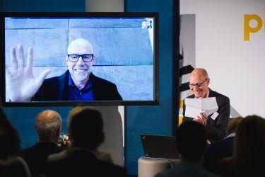 pilot-Geschäftsführer Uli Kramer im Gespräch mit dem internationalen Marketing-Professor Scott Galloway