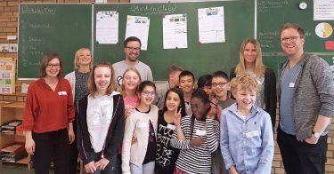 5 Jahre pilot Medienclub: In dem sozialen Projekt mit der Stiftung Kinderjahre sensibilisieren piloten als Medientrainer Kinder im Umgang mit digitalen Medien
